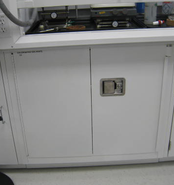 flammable cabinet self closing doors