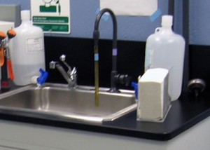 Laboratory-Faucet-and-Sink