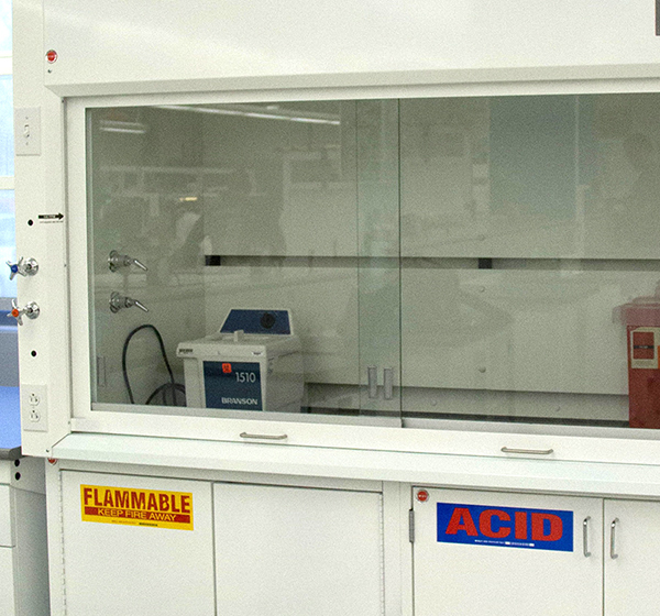 laboratory-furniture-ducted-fume-hood